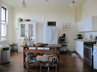A 19th-Century Schoolhouse in Brooklyn Becomes a Classy Apartment - Photo 8 of 21 -