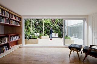 Living Green Walls Bring Jungle Vibes Into a Brazilian Apartment - Photo 1 of 16 -