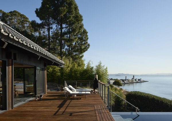 The landscape was devised by Hale along with Kate Stickley of Arterra Landscape Architects.