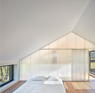 This Affordable Prefab in Spain Only Took 5 Hours to Assemble - Photo 13 of 14 -