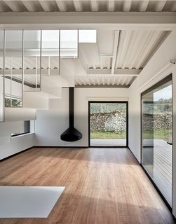 This Affordable Prefab in Spain Only Took 5 Hours to Assemble - Photo 11 of 14 -