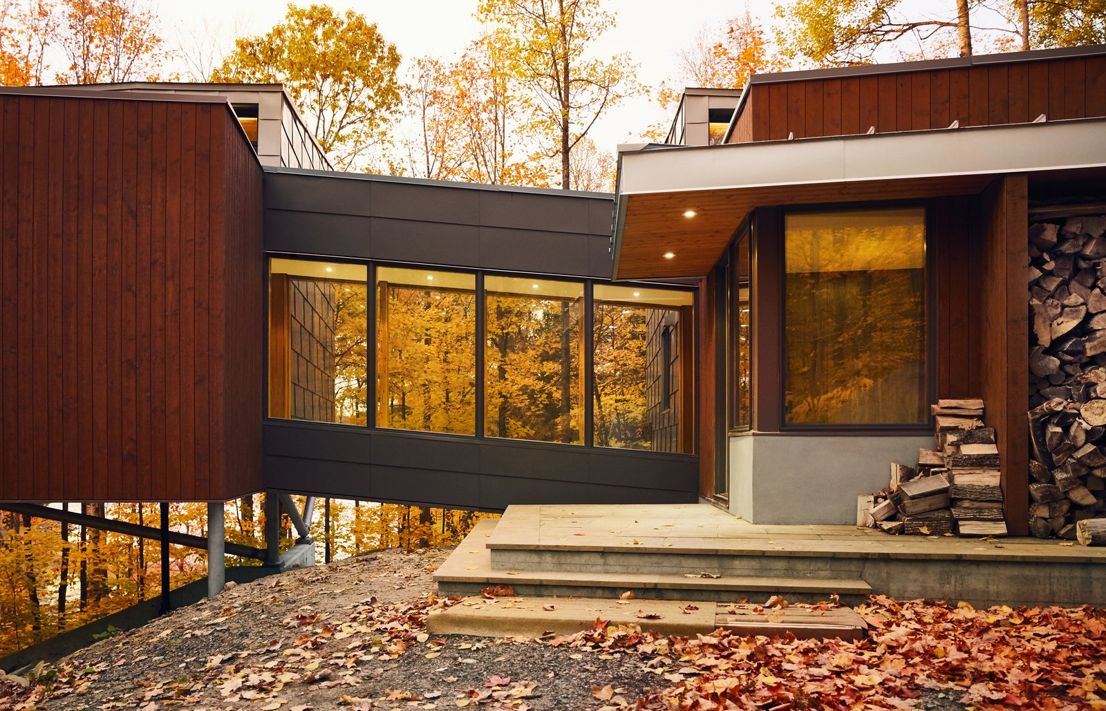 Set on a steel frame and reached by a bridge, the master suite extends up to 13 feet above the sloping grade.