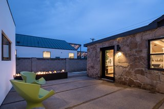 In Arizona, a Modern Cube and Tumbledown 1930s Shack Make an Unlikely Couple - Photo 11 of 12 -