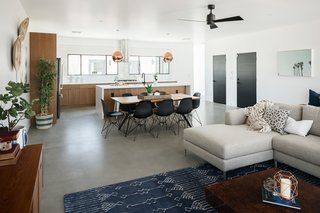 In Arizona, a Modern Cube and Tumbledown 1930s Shack Make an Unlikely Couple - Photo 12 of 12 -