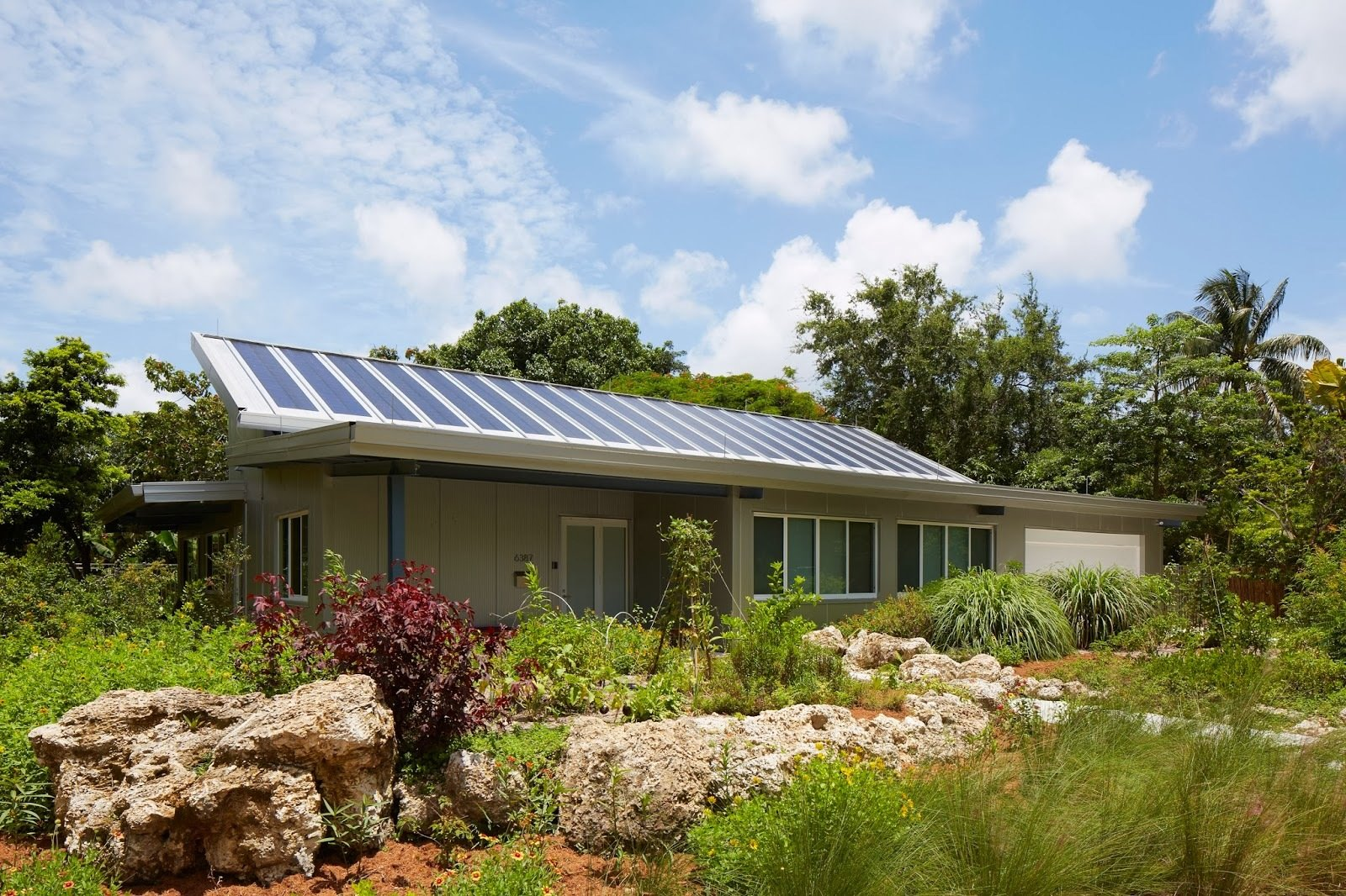 6 Weather-Ready Prefab Homes in Florida