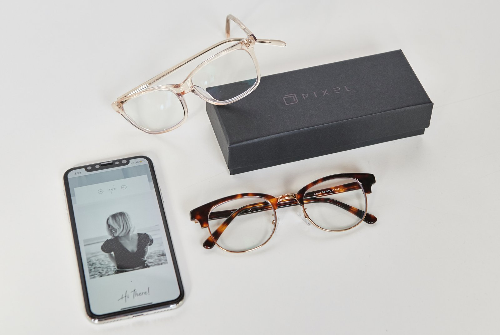 Thanks to the use of cutting-edge lens technology, these glasses have been designed to filter out blue light that is emitted by digital devices.