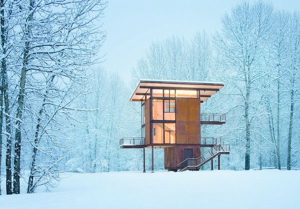 Olson Kundig Architects' Delta Shelter, in Mazama, Washington, is a 1,000 square-foot steel box home with a 200 square-foot footprint. Photo by Olson Sundberg Kundig Allen Architects/TASCHEN.