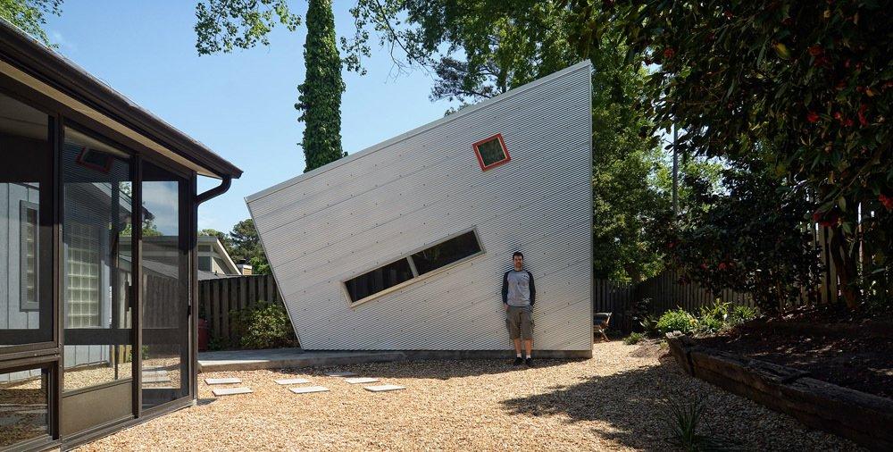 #modernshed #backyard #aluminum #pebbles