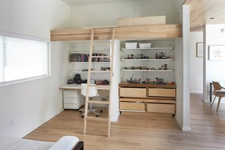 Nature Reigns Supreme at a Verdant Kansas City Home - Photo 8 of 9 - The kids' bedrooms feature custom bunk beds with homework stations underneath.