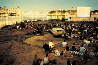 The Evolution of an Urban Wasteland: Socrates Sculpture Park at 30 - Photo 3 of 8 - An outdoor cinema night in 1999.