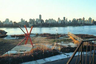 The Evolution of an Urban Wasteland: Socrates Sculpture Park at 30 - Photo 5 of 8 - The park, pictured here in 1986, has a direct view of the Manhattan skyline.