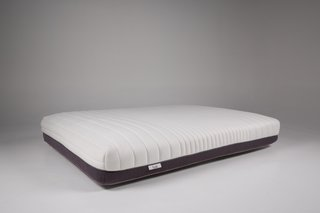After the design was perfected, sourcing high-quality raw materials was the next step to creating their ideal product. Luxi utilizes industry certified components including memory foam with extreme durability and airflow. The bottom half of the mattress is covered by a sturdy woven material while the top half is made up of a quilted stretch knit cover that provides a cooling layer of plushness. Finally the two sides are connected by the secret ingredient—the zipper.
