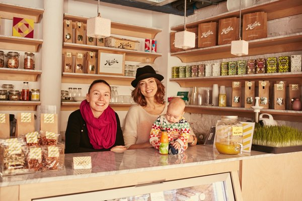 Mother Juice Bar is a cold-pressed juicery that was created by Gemma Ponsa Salvador and Lily Figel. They exclusively use local seasonal ingredients and dried fruit, as well as ingredients from the new rooftop garden. As native Barcelonans, Salvador spent time developing her craft in Los Angeles, while Figel worked as a pastry chef in New York.