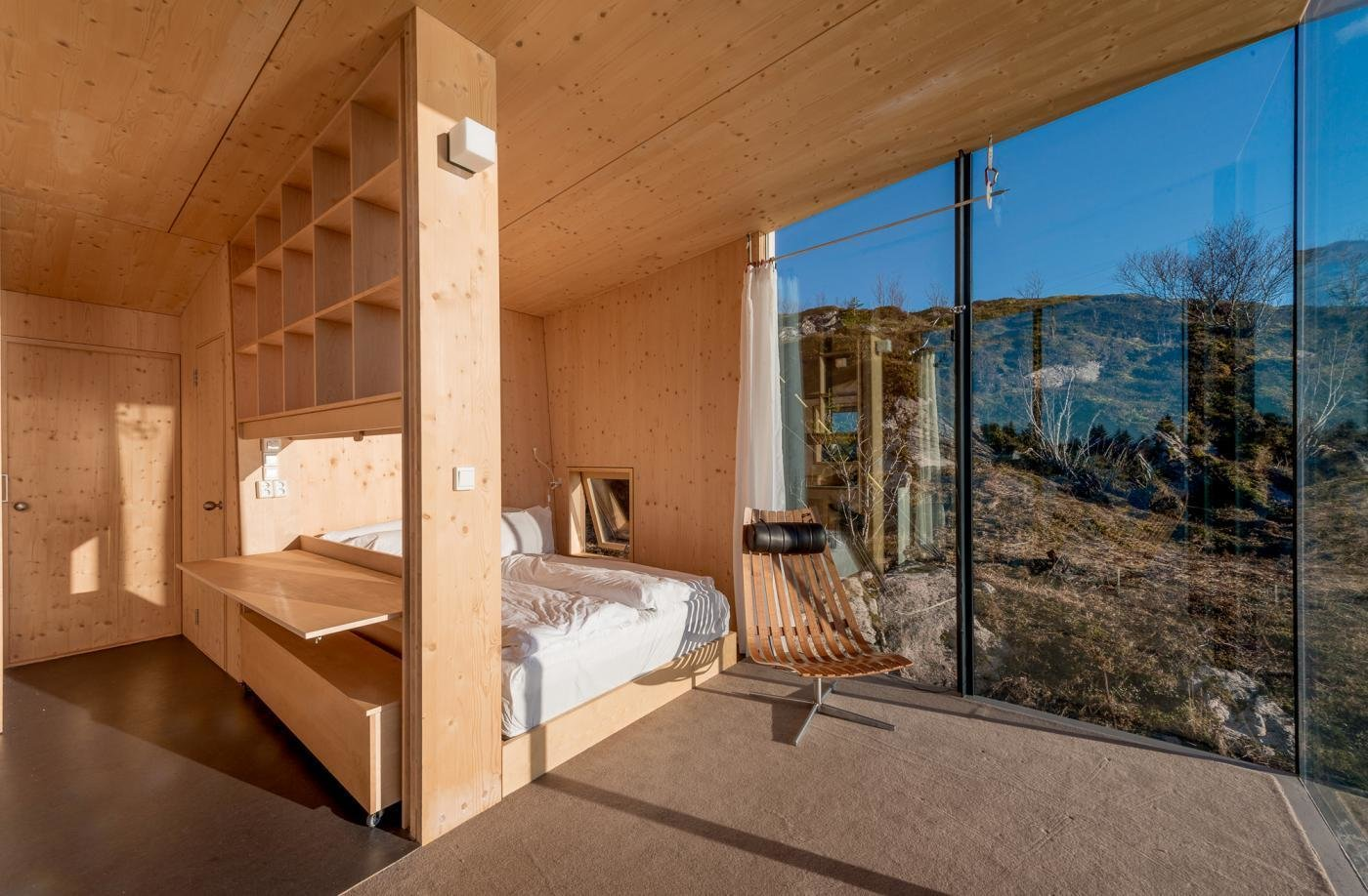 Each hut consists of two bedrooms with double beds, a small alcove, bathroom, shower, and small kitchen. Stinessen made sure to provide enough built-in storage for visitors, while also keeping the surfaces natural and raw.