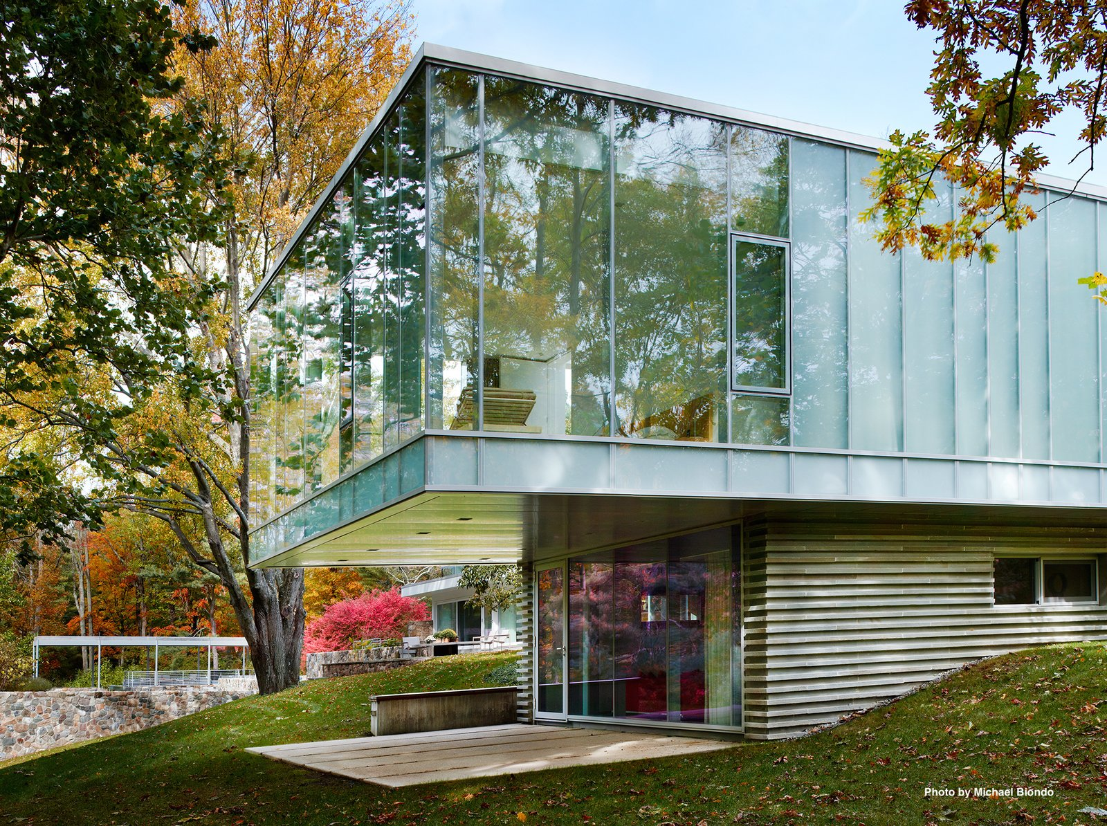 "Mori's addition is constructed of steel, concrete, and glass with a Bluestone veneer. Mori decided to preserve the ceiling height of the main house to be 11'6"". The roof is lined with Volcaic solar panels."
