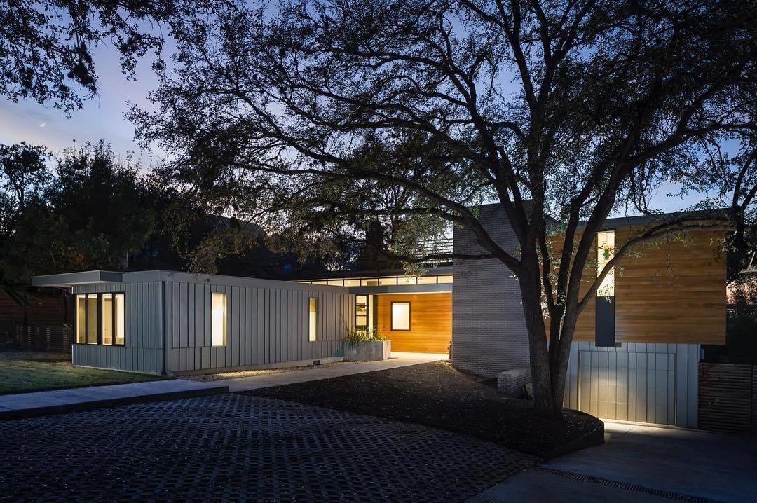 The flat-roof structure, which is constructed with metal siding and wood, is located at 1906 Airole Way in Austin, Texas. A Glimpse Into a Remodeled Midcentury Abode in Austin - Photo 2 of 5