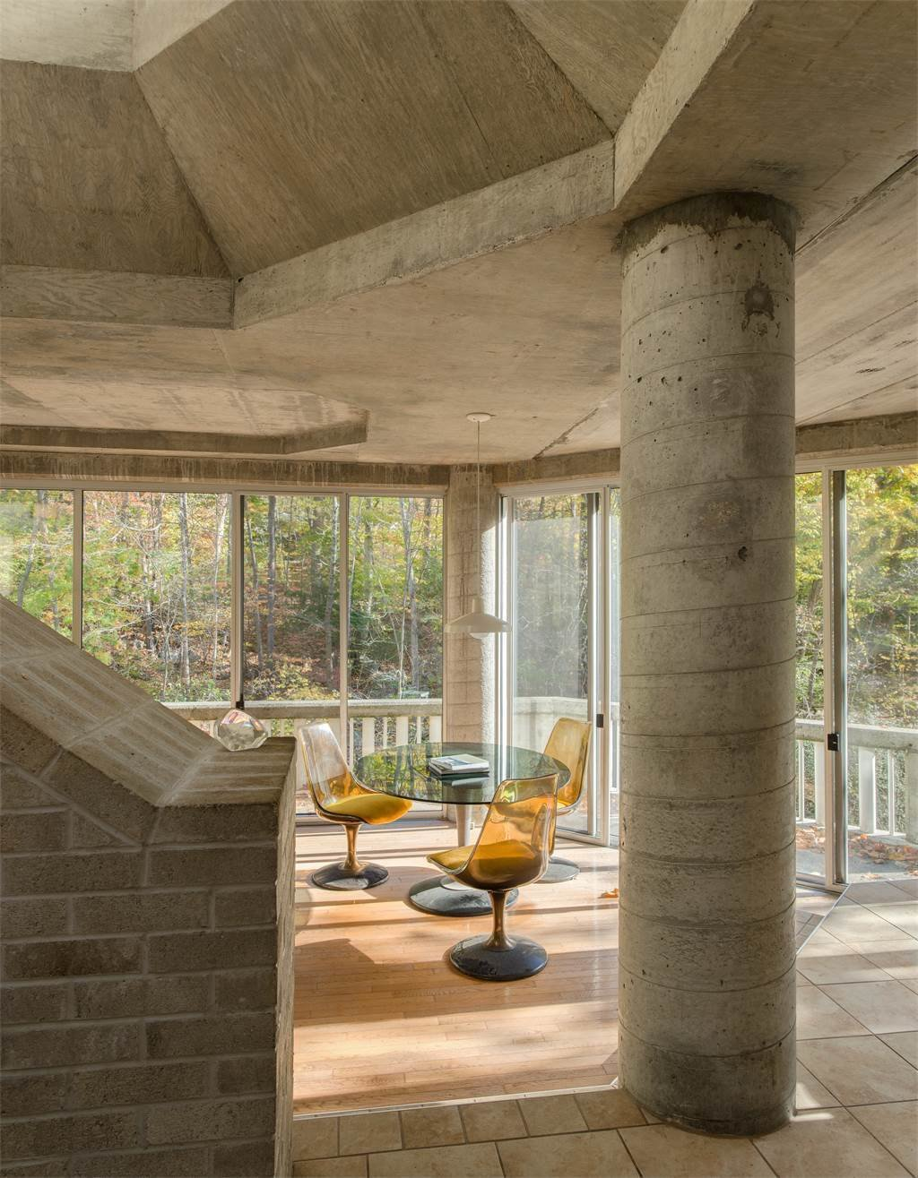 Pillars and other raw construction elements are exposed throughout the space. The One-of-a-Kind Home of the Late Architect John Black Lee Drops to $750K - Photo 9 of 11