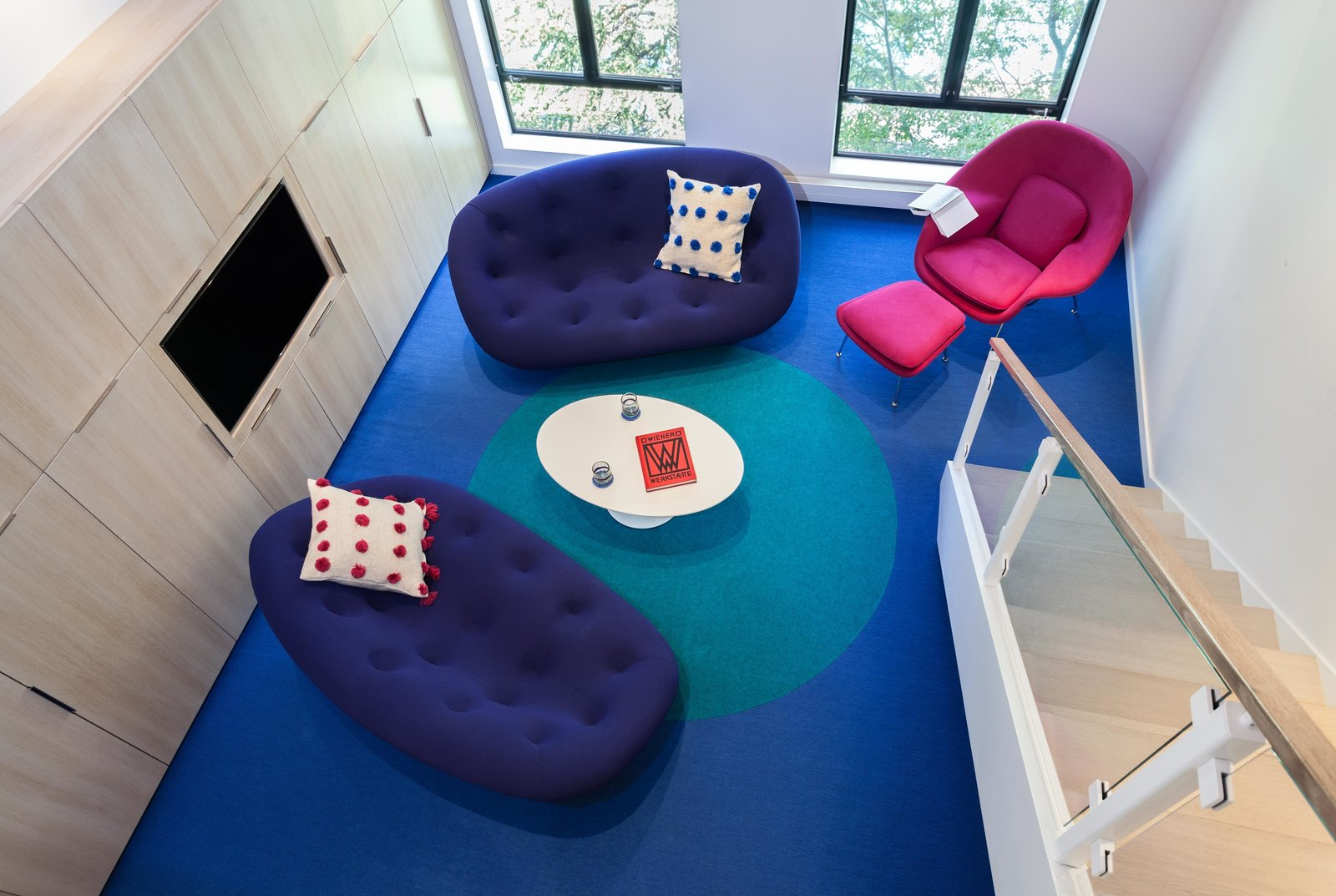 As a rug designer, Simon planned out the large blue dot on the bright blue Tretford carpet. Simon explains that this tough carpet is made with ribbed goats hair and has recently made a comeback after being a popular wall covering material in the '70s.