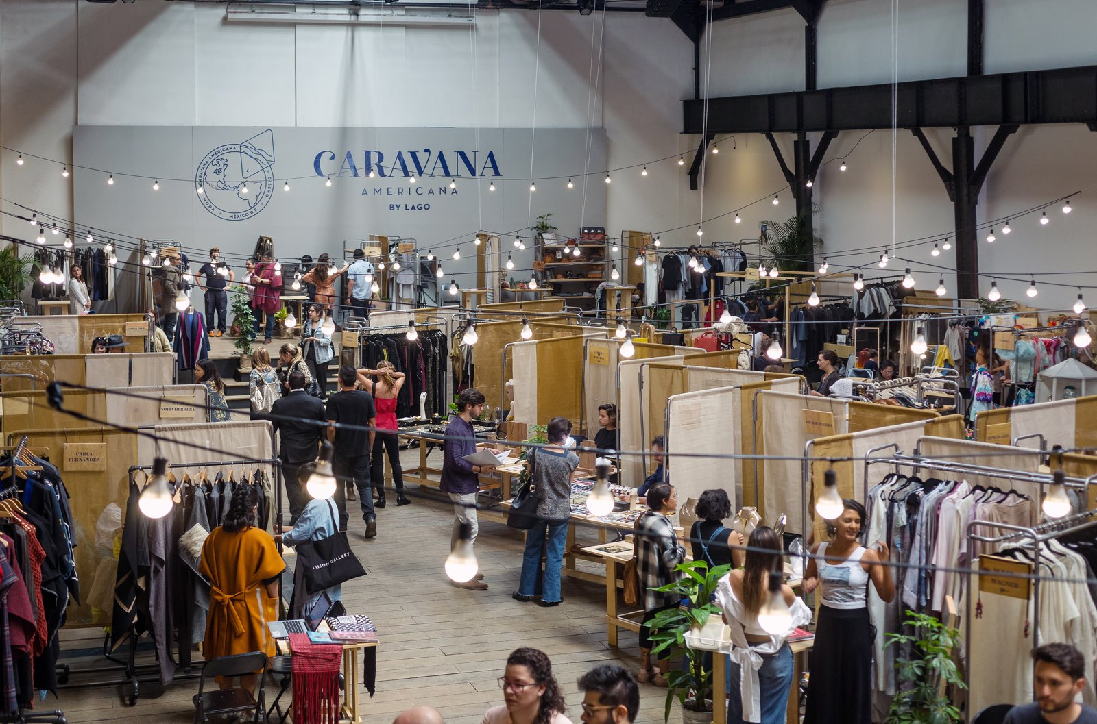 The third edition of Caravana Americana was held from March 24 to 26 on Dr. Claudio Bernard 111 in Mexico City. The industrial space was formerly home to a working tram terminal and still holds original turbines that were in working condition until the '50s. The floor below holds a printing press and hosts talks, exhibits, and other events.