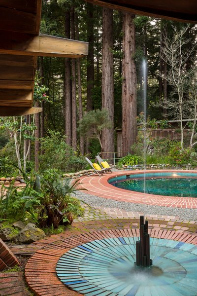 Both the pool and fountain feature original blue vertical tiles from Heath Ceramics, both of which are still functional.