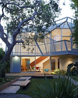 A Perforated Screen Brings Privacy and Natural Light to This Bold Venice Home - Photo 2 of 9 -