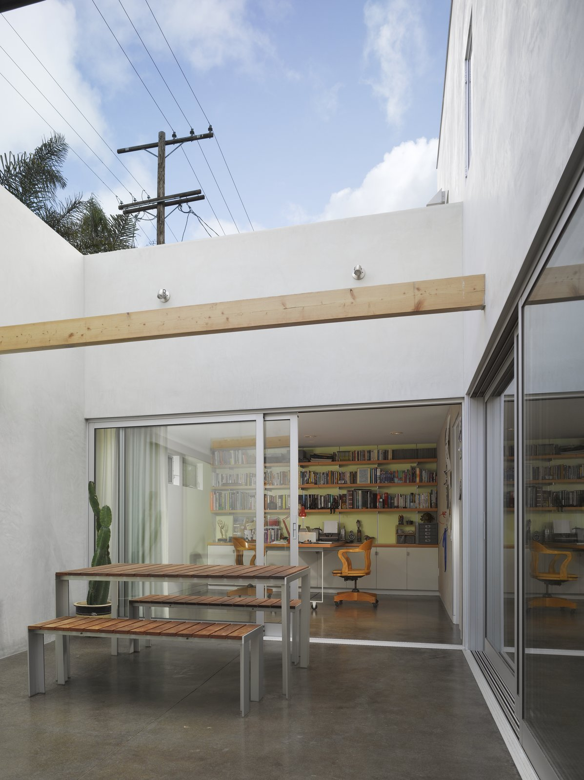 A Perforated Screen Brings Privacy and Natural Light to This Bold Venice Home - Photo 10 of 10