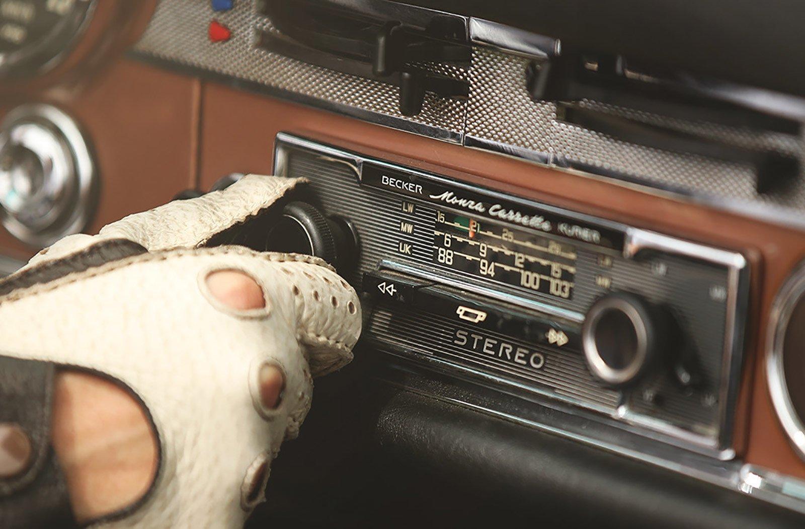 Photo 4 of 6 in Mercedes-Benz Classic Car Travel