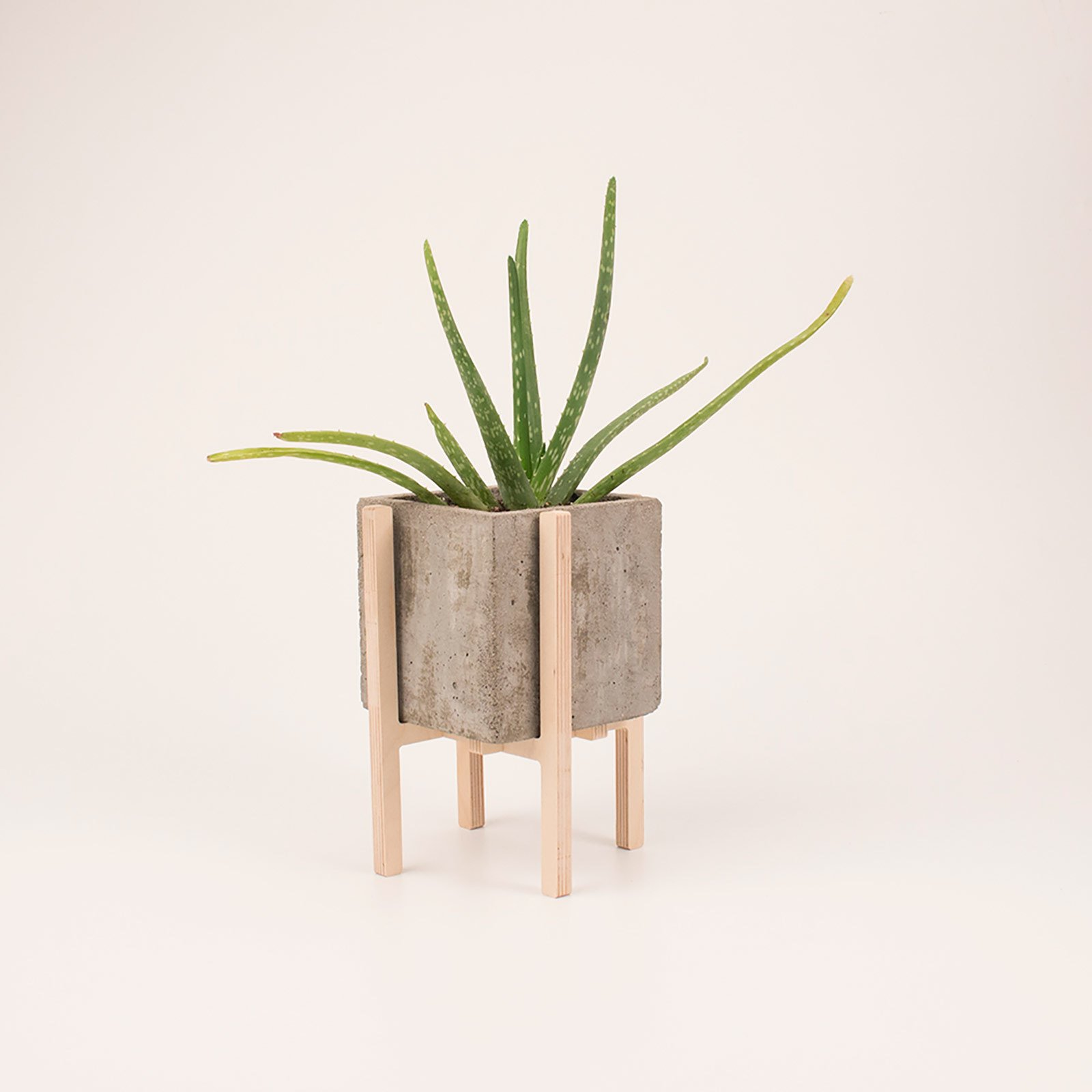 Concrescence concrete planters by Vakodesign   Brutal Beauty by Gessato