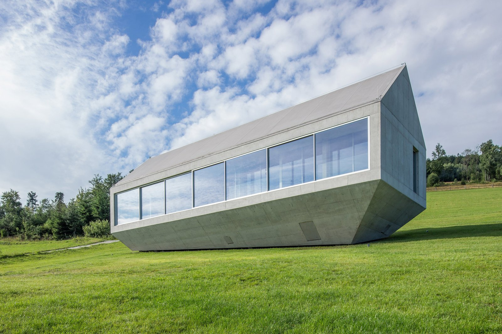 Photo 2 of 8 in A Striking Modern House Built In A Pastoral Landscape
