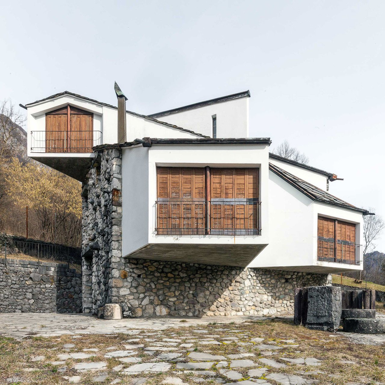 Pino Pizzigoni - House for artist Claudio Nani  Modern Rustic by Gessato