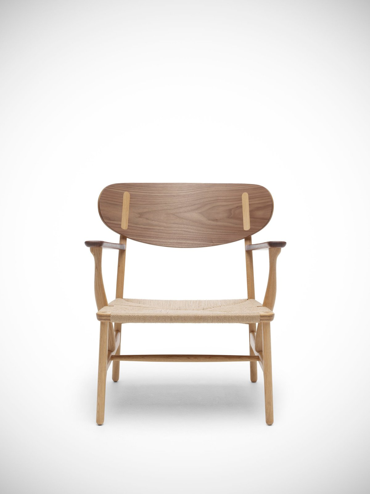 Photo 2 of 7 in CH23 And CH22 Chairs By Hans J. Wegner