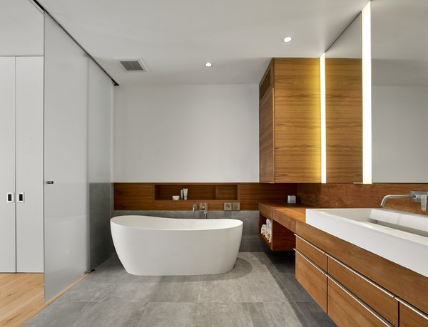 Modern home with bath room. Photo 17 of SOMA:Penthouse