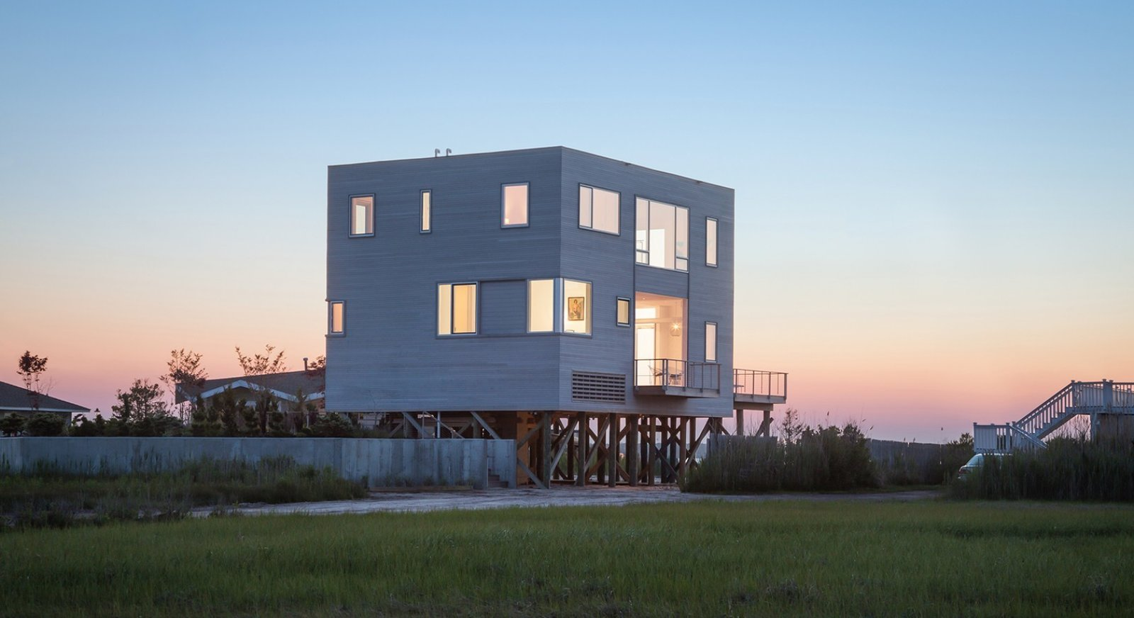 #CubeHouse #cube #exterior #outside #landscape #dynamic #view #deck #staircase #lighting #windows #elevated #levels #Westhamptonbeach #NewYork #LeroyStreetStudio   Cube House by Leroy Street Studio