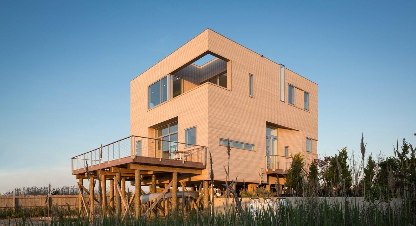 #CubeHouse #modern #cube #exterior #outside #landscape #windows #deck #timber #wetlands #cedar #retreat #privacy #dynamic #naturallighting #Westhamptonbeach #NewYork #LeroyStreetStudio