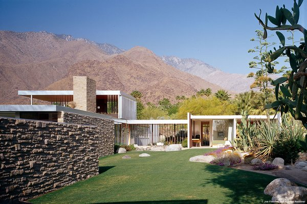 #KaufmannHouse #modern #midcentury #Nuetra #1946 #restoration #archival #original #details #lighting #windows #exterior #outside #outdoors #landscape #views #green #PalmSprings #California #MarmolRadziner