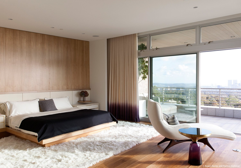 #SummitridgeResidence #modern #midcentury #levels #interior #inside #bedroom #bed #rug #seatiing #windows #view #wood #lighting #BeverlyHills #MarmolRadziner  Summitridge Residence by Marmol Radziner