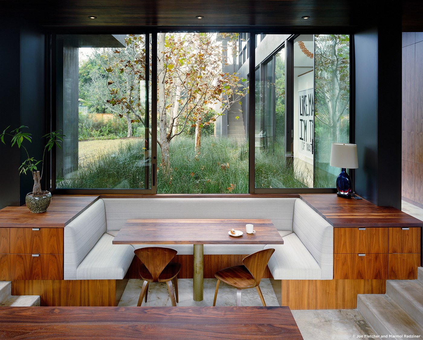 #ViennaWayResidence #modern #midcentury #inside #interior #windows #lighting #dining #wood #table #seating #booth #storage #exterior #landscape #Venice #California #MarmolRadziner  Vienna Way Residence by Marmol Radziner