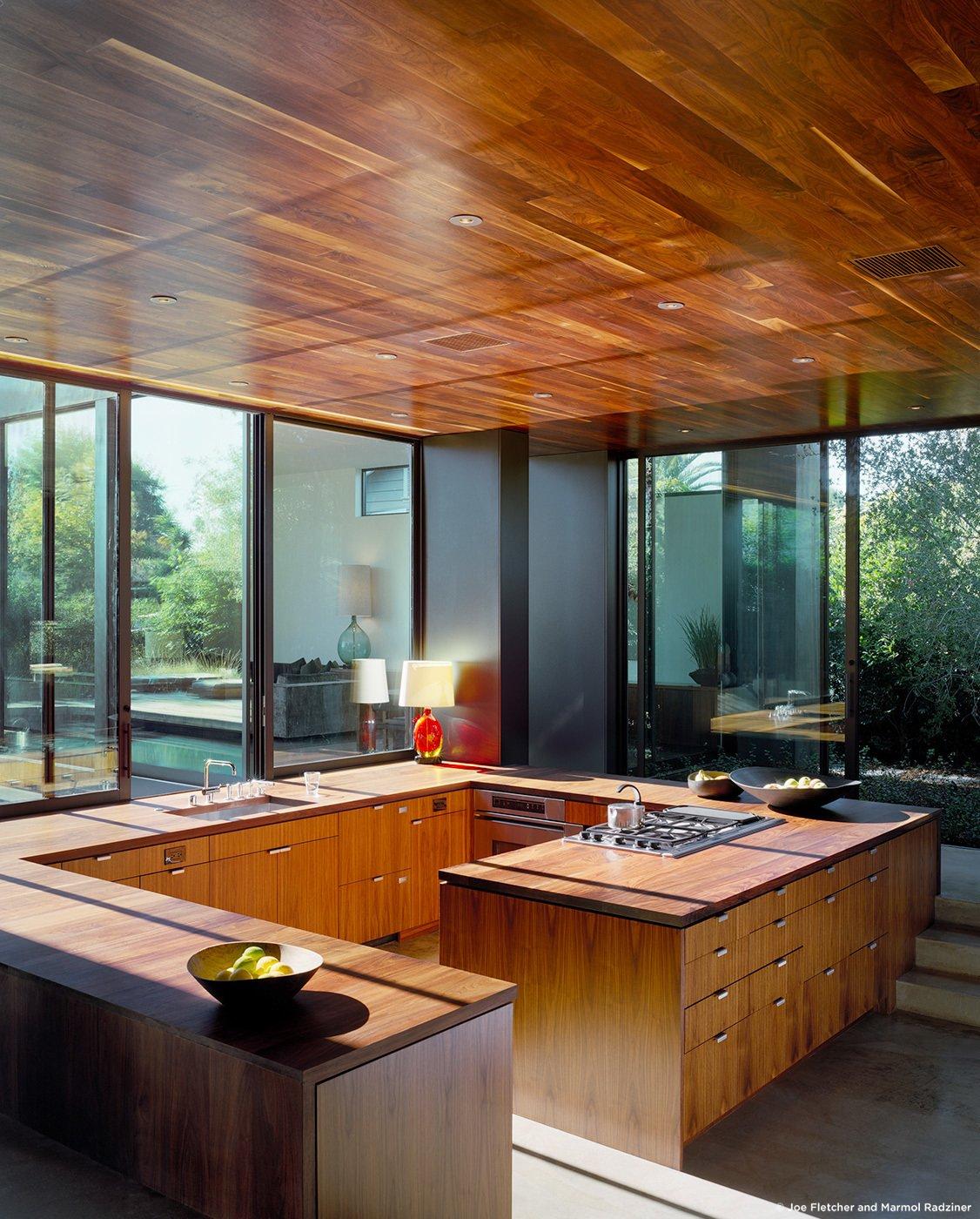 #ViennaWayResidence #modern #midcentury #inside #interior #windows #lighting #dining #wood #table #seating #kitchen #storage #naturallight #Venice #California #MarmolRadziner  Vienna Way Residence by Marmol Radziner