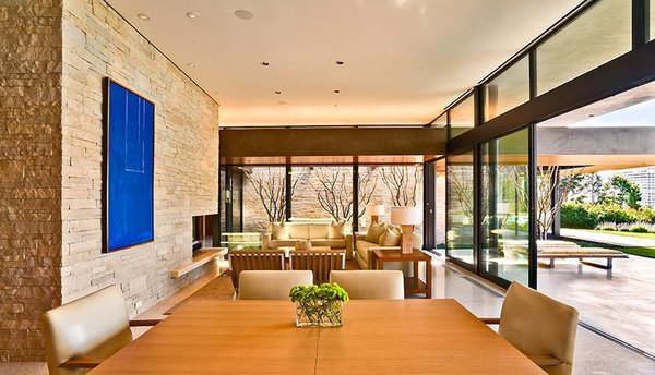 Modern home with dining room. Photo 4 of Trousdale Residence
