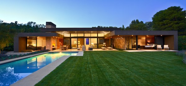 Modern home with outdoor and back yard. Photo  of Trousdale Residence