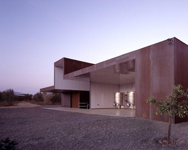 #SebastianMariscal #exterior #landscape #steel #vintner  Photo 8 of Vinicola Esere modern home