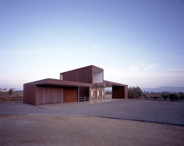 #SebastianMariscal #exterior #landscape #steel #vintner  Photo 7 of Vinicola Esere modern home