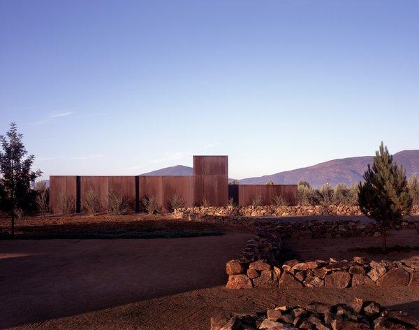 #SebastianMariscal #exterior #landscape #steel  Photo  of Vinicola Esere modern home