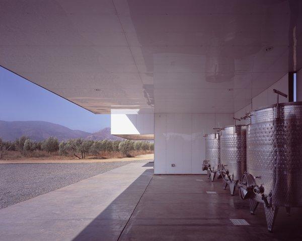 #SebastianMariscal #exterior #landscape #steel #wine #vintner Photo 5 of Vinicola Esere modern home