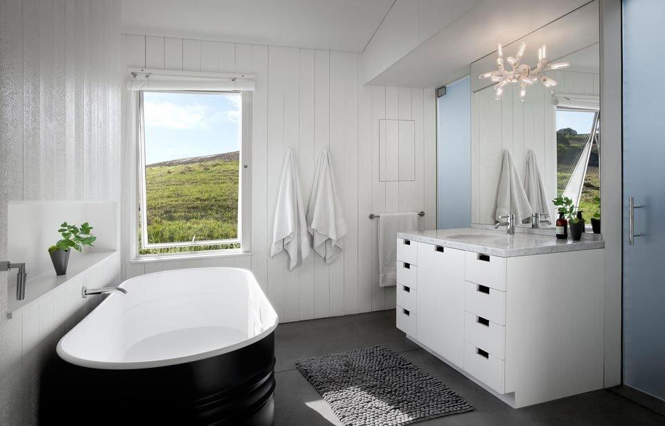 #TurnbullGriffinHaesloop #homestead #inside #indoor #interior #bathroom #bathtub #window  Hupomone Ranch by Turnbull Griffin Haesloop Architects