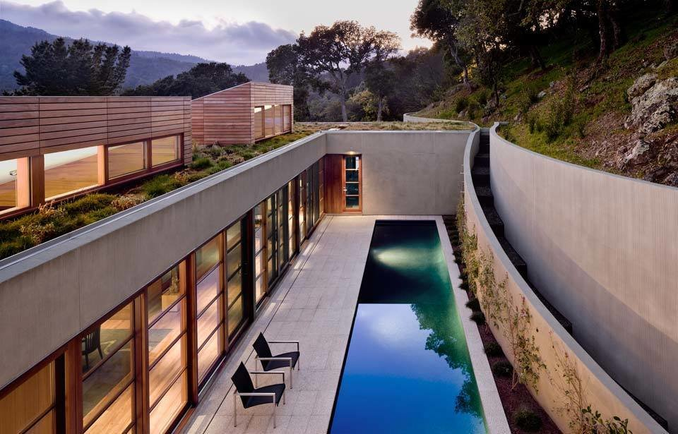 #TurnbullGriffinHaesloop #outdoor #outside #exterior #landscape #pool #lounge  Kentfield Residence by Turnbull Griffin Haesloop Architects