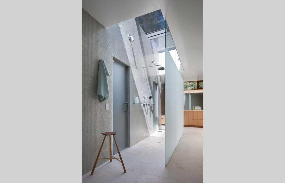 #TurnbullGriffinHaesloop #interior #inside #indoor #bathroom #light   Kentfield Residence by Turnbull Griffin Haesloop Architects