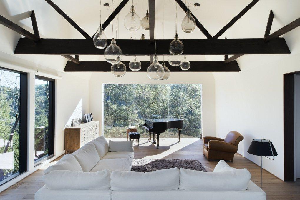 #WalkerWorkshop #inside #interior #indoor #livingroom #piano #lighting #window  Oak Pass Guest House by Walker Workshop