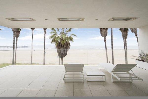 #danbrunn #flipflop #beachfront #residence #venice #california #glass #beach #exterior #patio  Photo 9 of Flip Flop Residence modern home
