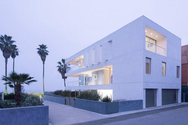 #danbrunn #flipflop #beachfront #residence #venice #california #glass #windows #exterior  Photo 13 of Flip Flop Residence modern home